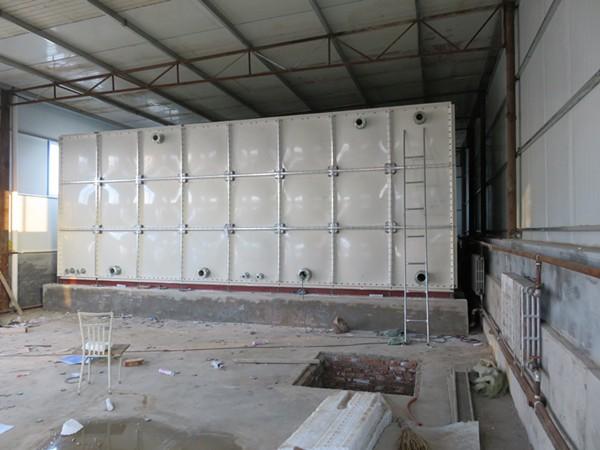众旗玻璃钢化工液水箱安装项目