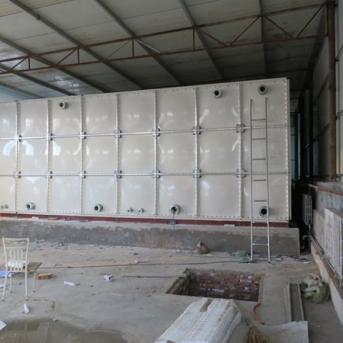 眾旗玻璃鋼化工液水箱安裝項目
